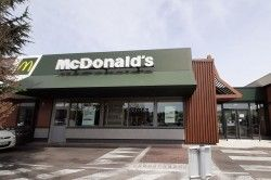 MCDONALD'S  - RESTAURANT / HOTEL Saint-Louis